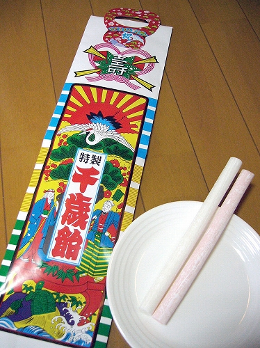 800px-Long_stick_of_red_and_white_candy_sold_at_children's_festivals,chitose-ame,katori-city,japan.jpg